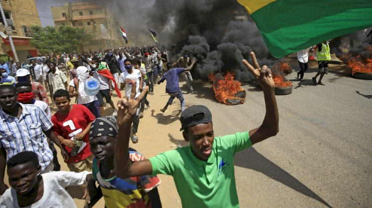 Interview | Sudan Backs to Streets One Year After the Revolution